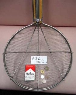 画像1: 直径36cm 木柄金網杓子(すくい網・ガラ揚げ)